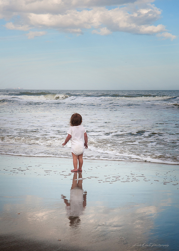 Yesterday my sister and I strolled down the beach and encountered this darling toddler playing in the surf. (I gave the photos to the mom.) I live in such a great place...little island peninsula off the coast of Jacksonville, Florida.